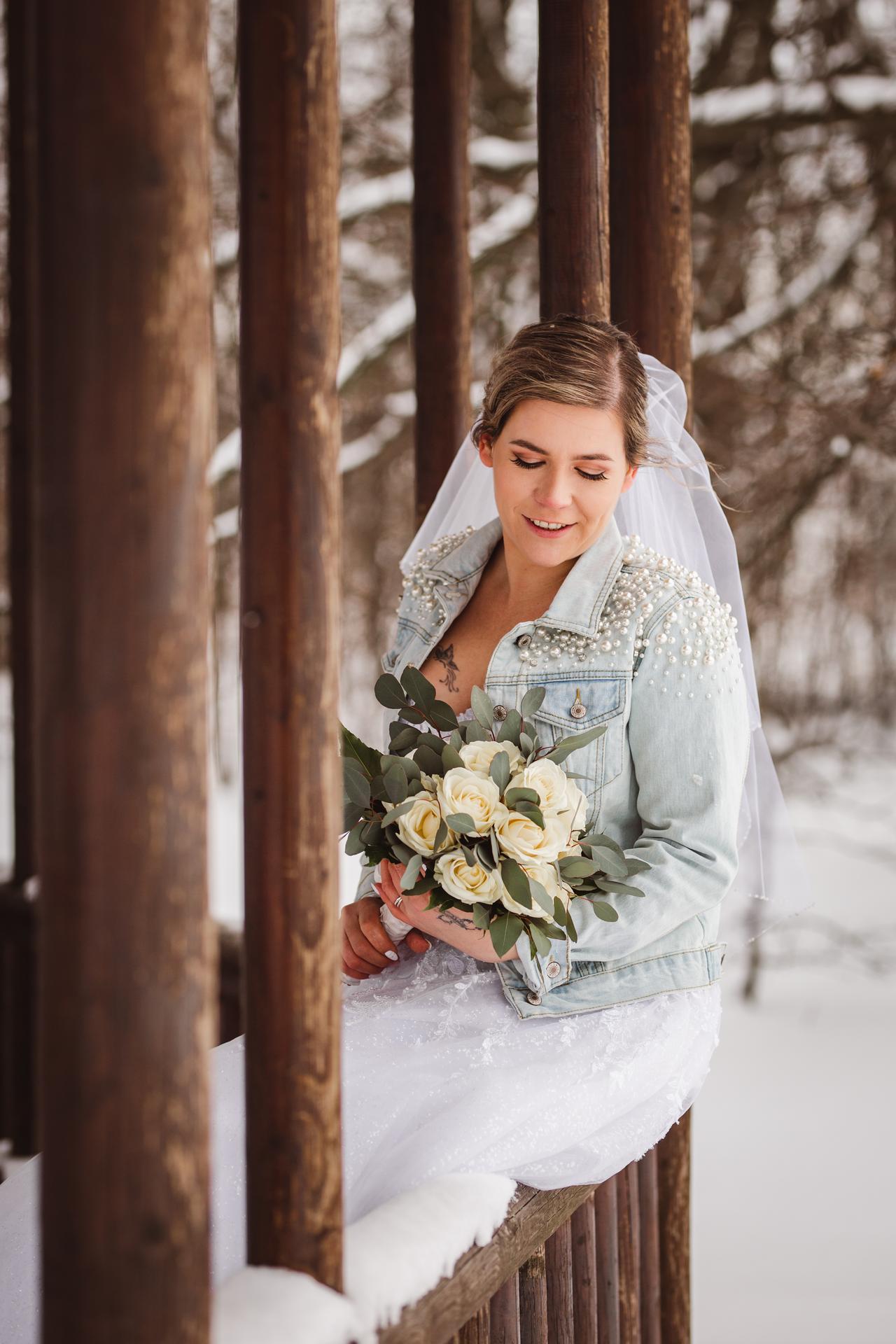 Ráda zachytím i vaši svatbu...volné termíny 2021 :) :)   Z letošní krásné zimní svatby... - Obrázek č. 3
