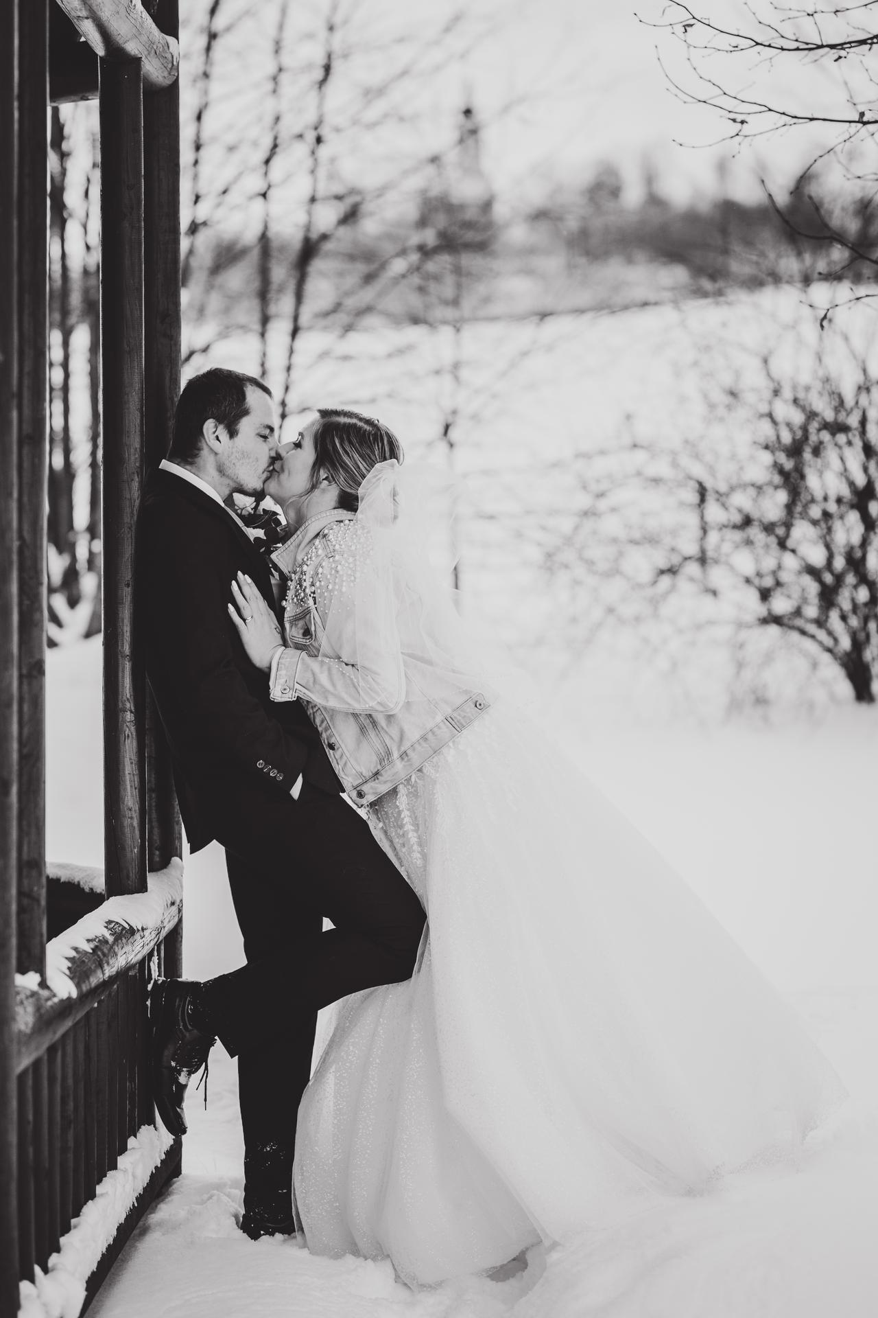 Ráda zachytím i vaši svatbu...volné termíny 2021 :) :)   Z letošní krásné zimní svatby... - Obrázek č. 2
