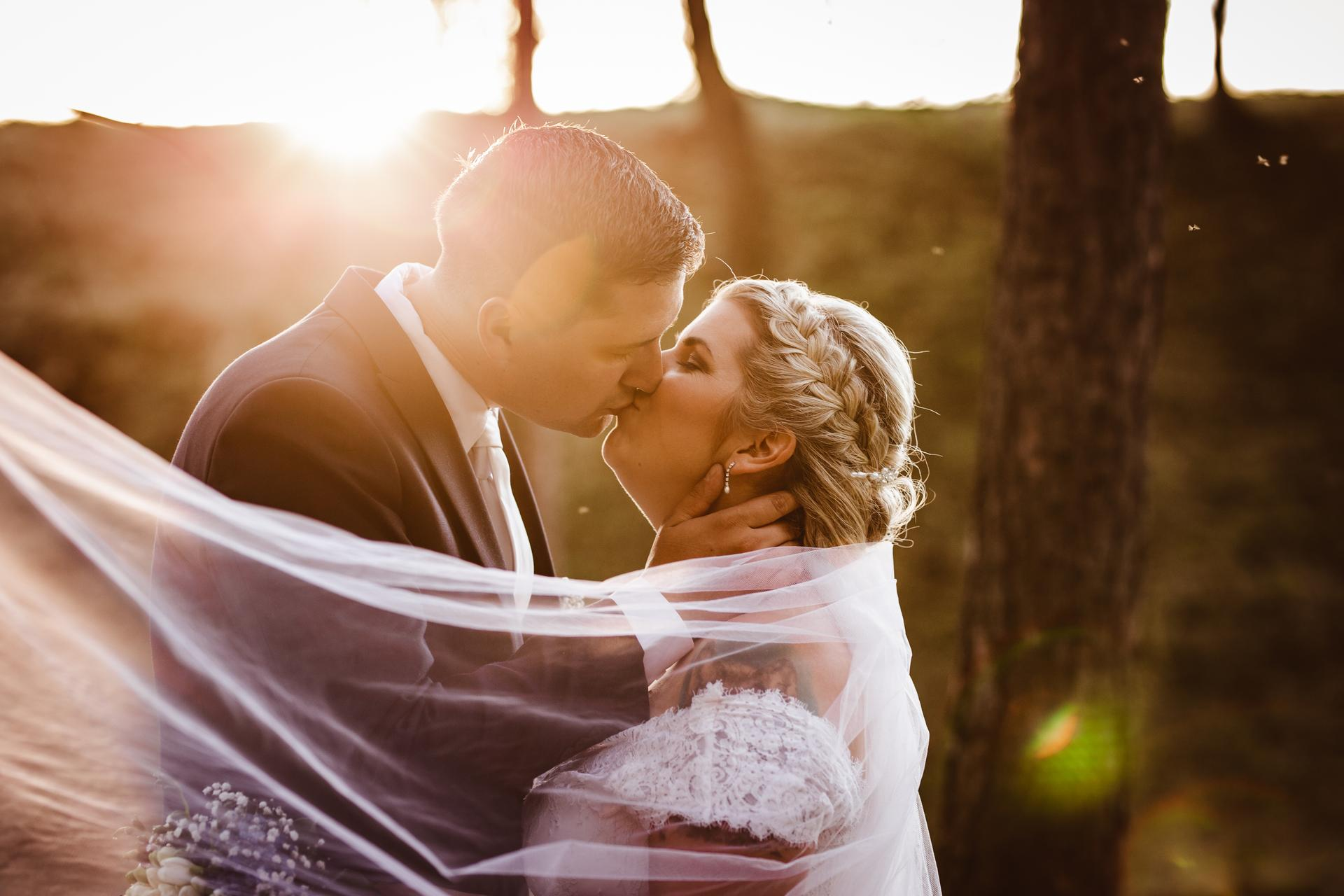 Sluníčko sluníčko...krásný západ slunce na svatbě u Slezské Harty  Stále mám volné termíny na rok 2021...pište/volejte si o ně 🙂, ráda za vámi přijedu po celé ČR. - Obrázek č. 1