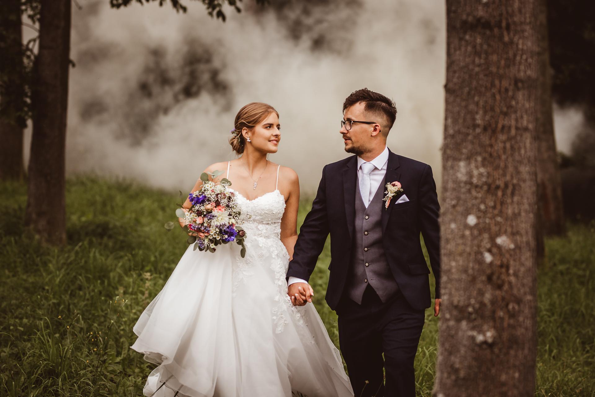 Jsem svatební fotografka a nabízím VOLNÉ termíny 2021! Koukněte na mou práci: https://www.michaelabalazova.cz/svatebni-fotografie/ - Obrázek č. 2