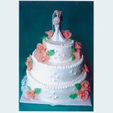 Jak vybrat ten správný? Bílý s růžovýmí růžemi a figurkami