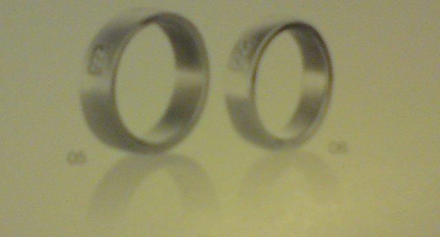 Co se mi kde libí.... - Tyhle se mi asi líbí maličko víc... 3 briliantíky, ocel... STORM, klenotnicví MAX, Olympie, 2490,-. Pokusím se vyfotit líp...