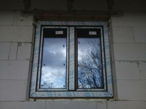 okno v izbách a kuchyni
