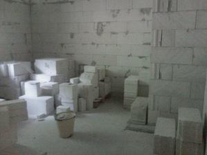 spálňa, zarovno s tým výčnelkom bude tzv. murovaná skriňa, resp. taký náš šatníček