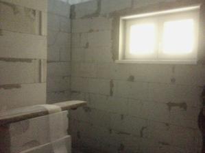 kúpelňa, vo výčnelku bude práčka a nad ňou nejaká tá polica na všeličo kúpeňové, to som si ja vymyslela i keď nie v súlade s projektom, takže ďalšia zmena v projekte