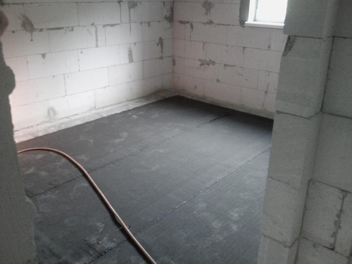 Vnútorné práce - rozvody vody a kúrenie, podlaha - nahriatie parabitu na celý dom