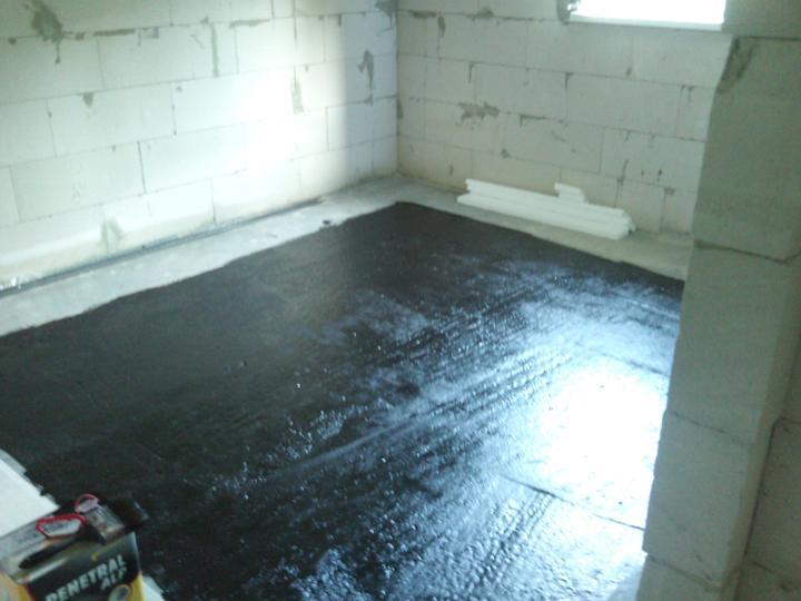 Vnútorné práce - rozvody vody a kúrenie, podlaha - penetračný náter