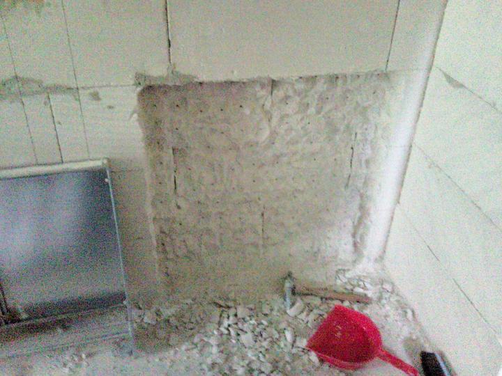 Vnútorné práce - rozvody vody a kúrenie, podlaha - diera pre rozdeľovač na kúrenie
