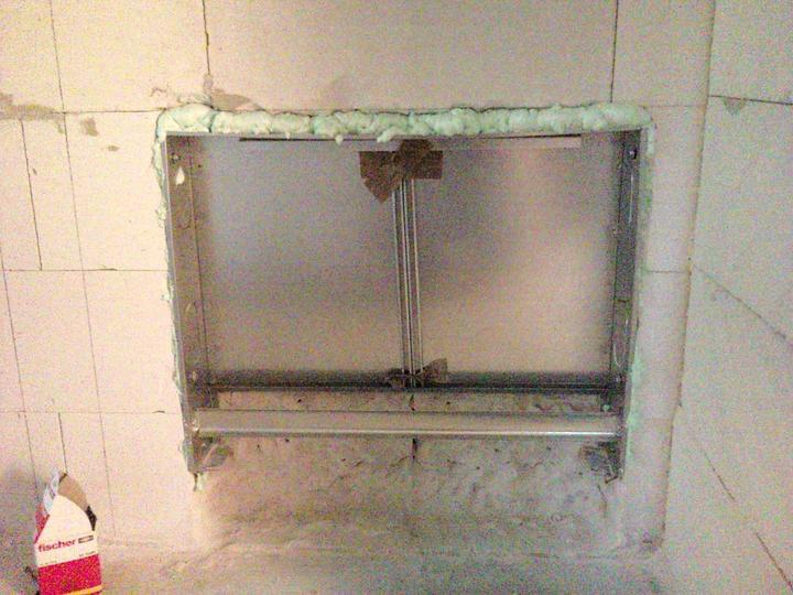 Vnútorné práce - rozvody vody a kúrenie, podlaha - osadený rozdeľovač