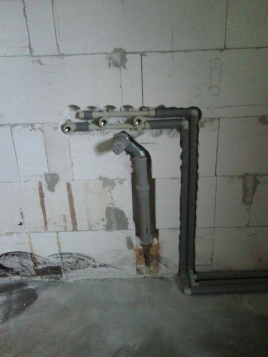 Vnútorné práce - rozvody vody a kúrenie, podlaha - voda v kuchyni pre vodovod a myčku a aj odpad