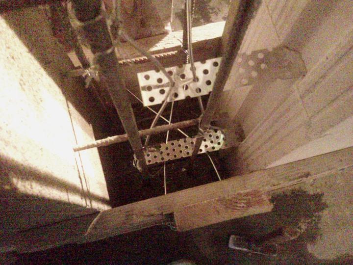 Vnútorné práce - rozvody vody a kúrenie, podlaha - konštrukcia vo vnútri stĺpa
