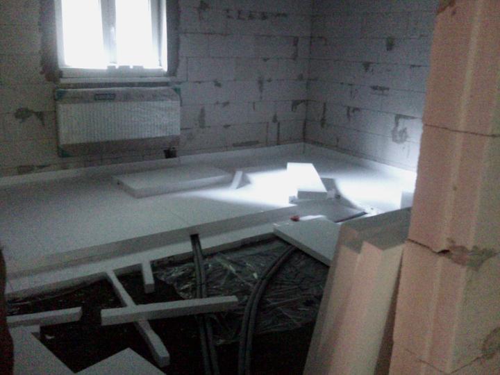 Vnútorné práce - rozvody vody a kúrenie, podlaha - na 5-ku dávame 7-čku