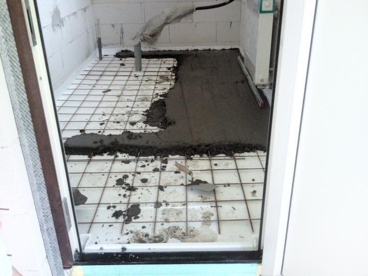 Vnútorné práce - rozvody vody a kúrenie, podlaha - a pomaly to ide