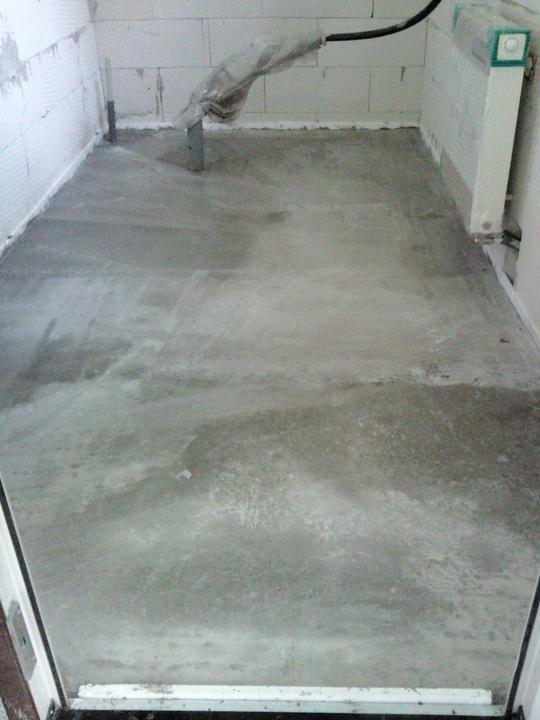 Vnútorné práce - rozvody vody a kúrenie, podlaha - hotová dielňa