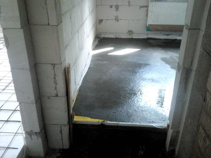 Vnútorné práce - rozvody vody a kúrenie, podlaha - a máme aj ďalšiu izbu