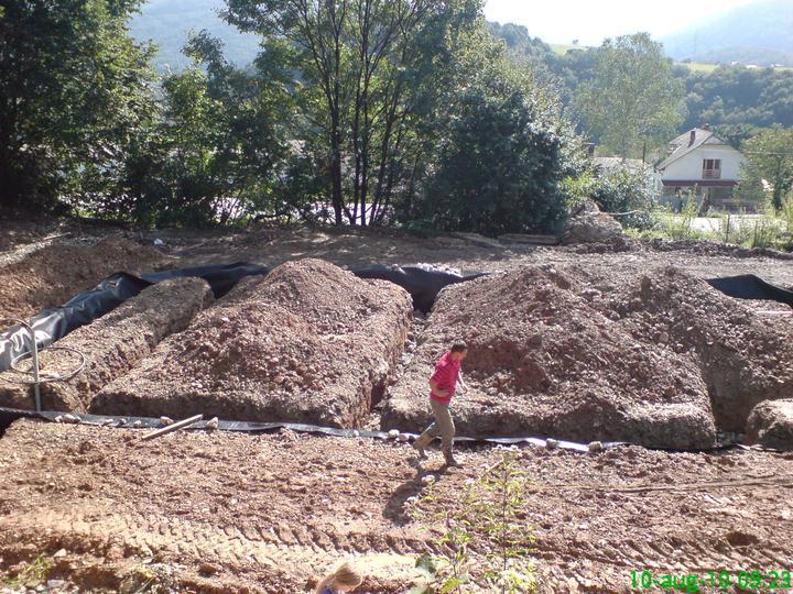 Náš vysnívaný bytík - základy a hlavné múry - konečne vykopané základy