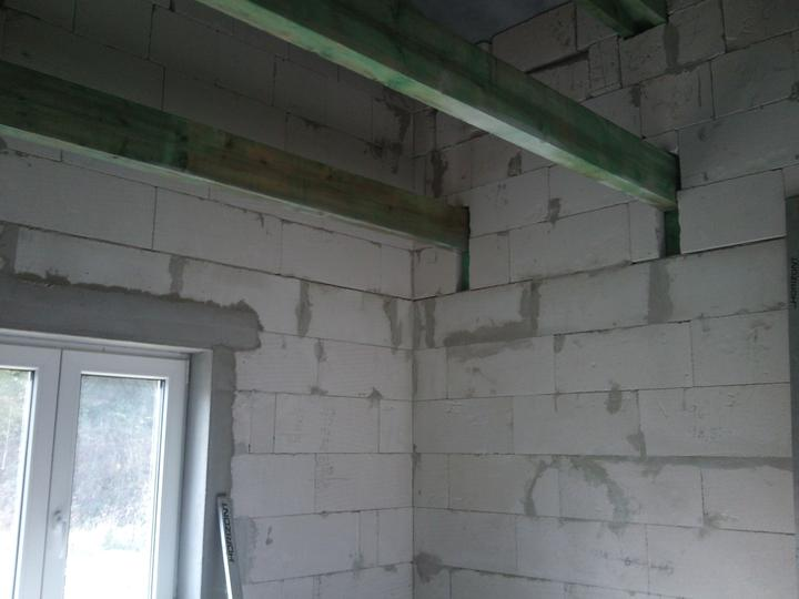 Vnútorné práce - rozvody vody a kúrenie, podlaha - pripravené pre zateplenie stropu a na sádrokartón