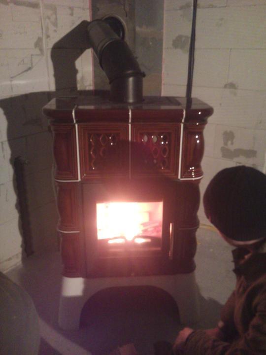 Vnútorné práce - rozvody vody a kúrenie, podlaha - konečne sme si zakúrili:) prvý krát