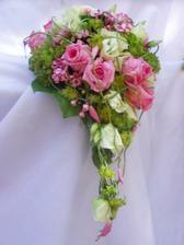 Takový tip kytky, akorát lososové růže :-)