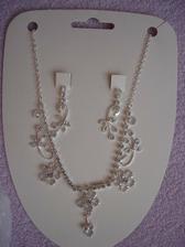 náhrdelník a naušničky - jsou doma