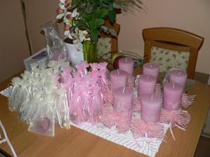ještě jednou dárky a ozdobené svíčky