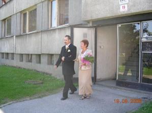 ženich a maminkou