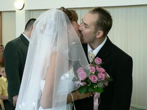 první novomanželský polibek- ten mlask