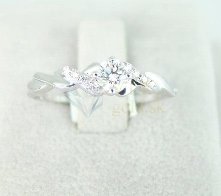 Linda&.......... - Toto je môj snúbny prsteň, čo poviete? :-)