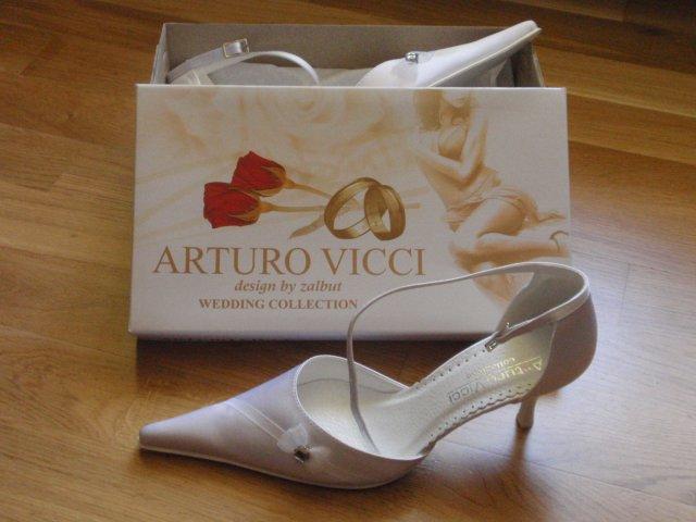Jarmilka a Milanko - svadobné topánočky