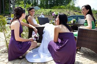 nevěsta, svědkyně a družičky