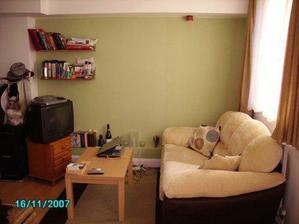 Barva steny ve starem byte,moc hezka