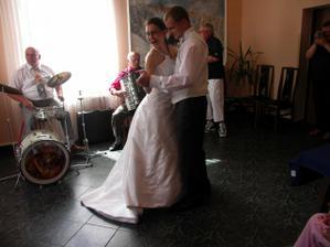 První manželský taneček...