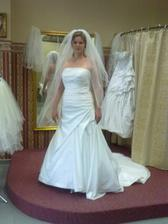 skúška 2.svadobných šiat - strašne nepríjemne som sa v nich cítila