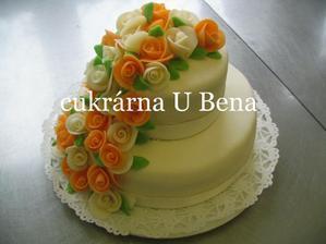 Krásné dortiky, ale naše budou v jednotné barvě :-)