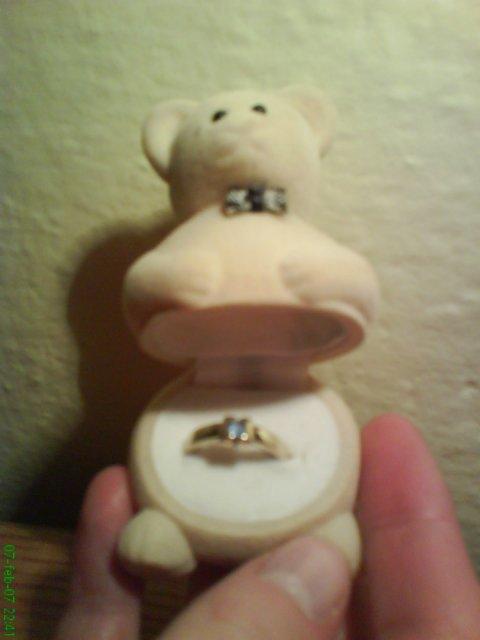 Lenka a Peťo - 7.7.2007 - môj snubný prsteň