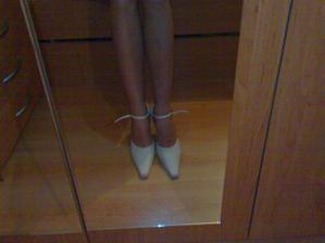 moje křivé nožičky a pěkné botičky