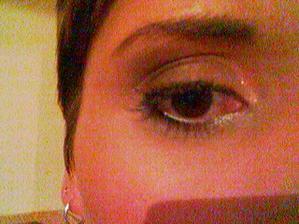 detail oka, stejně nejde nic vidět...zkouška líčení
