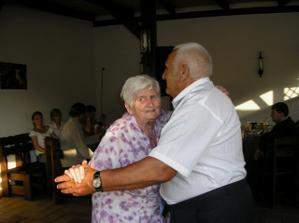 babí a děda............sluší jim to  :-)