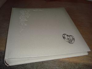 pro jistotu mám už i album na svatební fotečky :-)