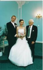 dedecek byl neodbytny :-)/ Opa wollte auch ein Foto mit dem Brautpaar