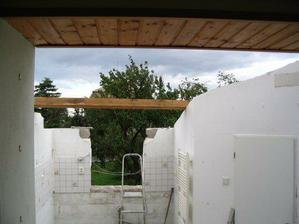 Kuchyně - bourání a zvedání střechy.