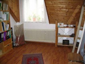 Z původní ložnice je pracovna ;-) A za chvíli to bude dětský pokoj (snad:-)).