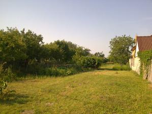 Takto vyzeral pozemok (záhradka) ešte v lete 2009