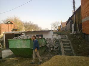 Dolné podlažie pôvodnej záhradnej chaty  (s garážou) ponechávame