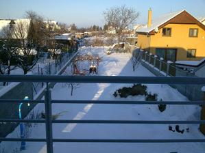 December 2010 - ale nám nasnežilo, pohľad zo spálne