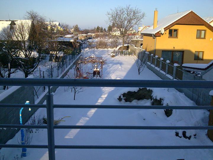 Príbeh našej stavby I. - rok 2010 - December 2010 - ale nám nasnežilo, pohľad zo spálne