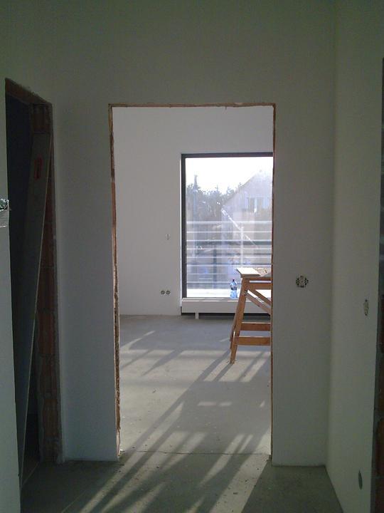 """Príbeh našej stavby II - rok 2011 - Vstup do druhej izby (pracovňa, prípadne hosťovská, alebo """"trucovňa"""" či?)"""