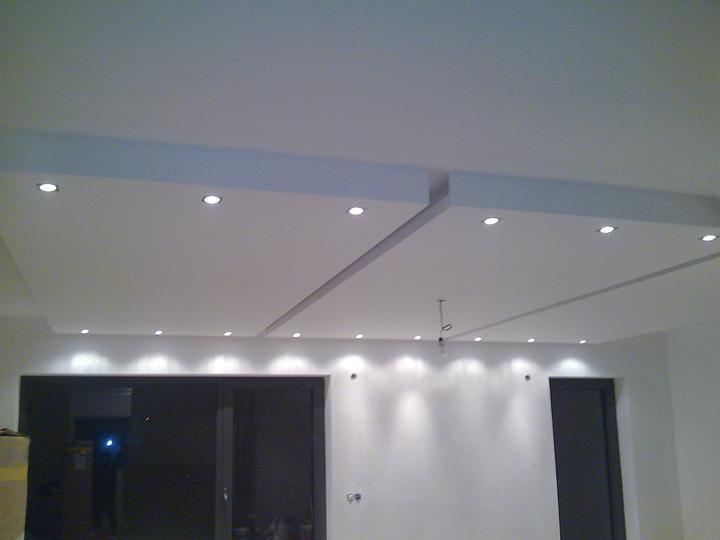Príbeh našej stavby II - rok 2011 - Bodové svetlá v podhľadoch. Manžel nechcel žiadne podhľady, avšak som ho presvedčila a teraz vôbec neľutujem, je to super.