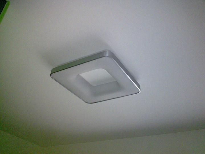 Príbeh našej stavby II - rok 2011 - Prvé svietidlá sú namontované - toto je na strope v kuchyni
