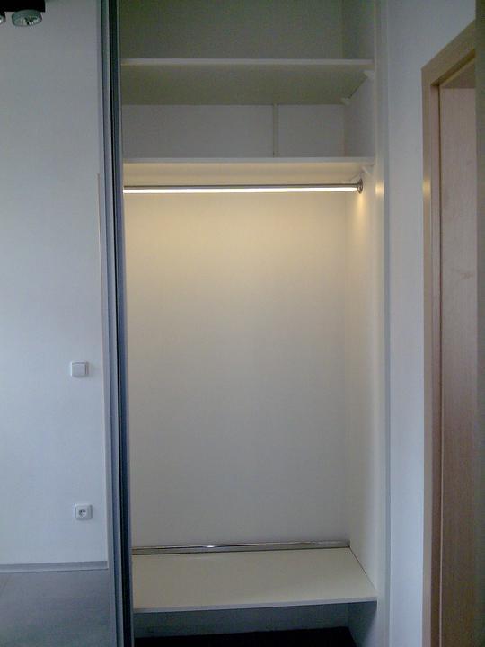 Príbeh našej stavby II - rok 2011 - ...aj s osvetlením vo vnútri vstavnej skrine